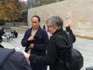 Katalina Tahaafe-Williams et June Sekella, au Mur des Réformateurs