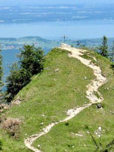Sentier sur une colline
